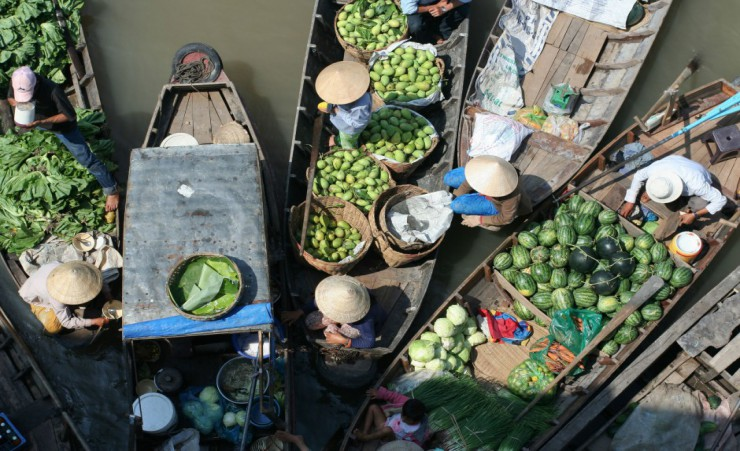 """Cai Rang Floating Market"""