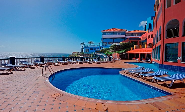 Royal orchid hotel canico hotels in madeira mercury for Swimming pool poker