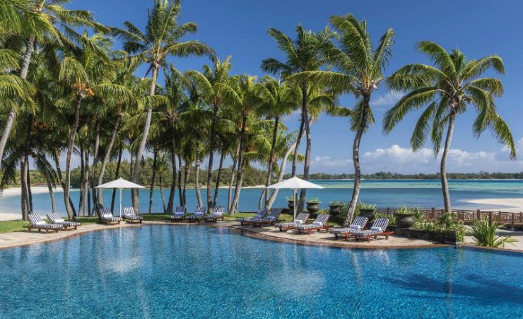 Shangri la le touessrok resort and spa trou d 39 eau douce - Uk hotels with outdoor swimming pools ...