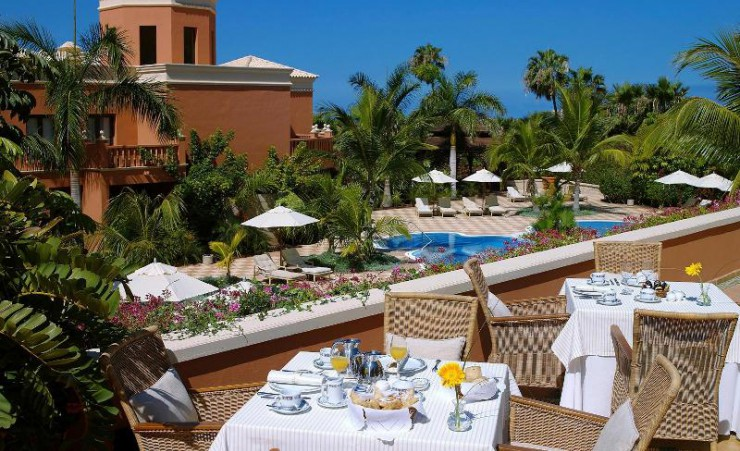 Dining overlooking the Pool