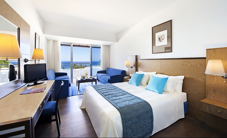 Family Seaview Guestroom