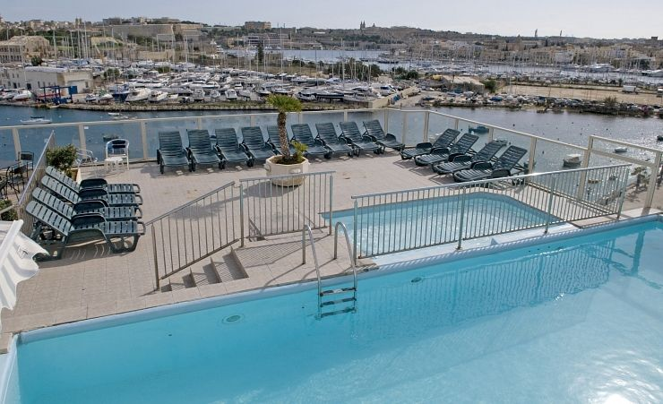Rooftop Pool And Bayview