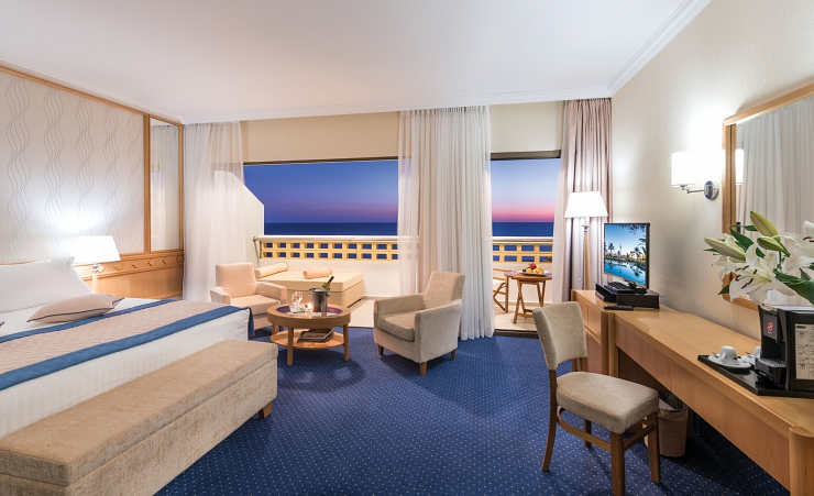 Junior Seaview Suite