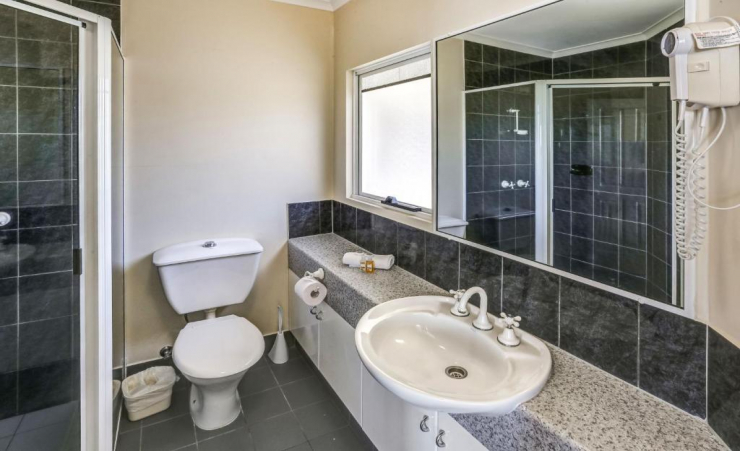 2 Bed Apartment Bathroom