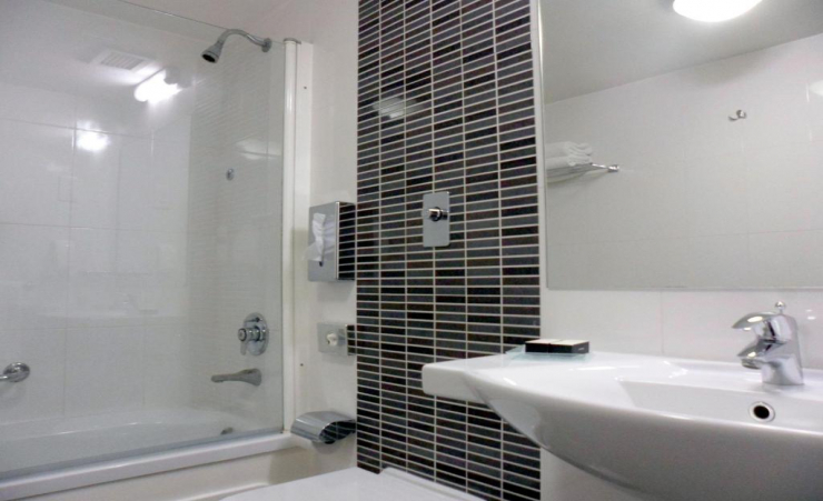 Twin Superior Seaview Room Bathroom