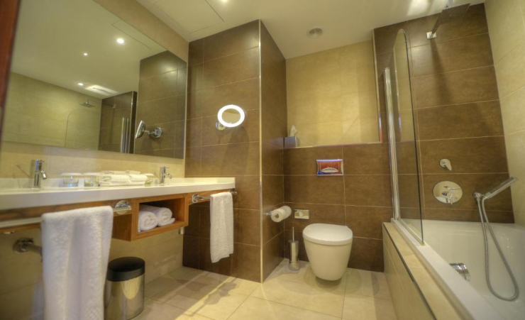 Standard Twin Room Bathroom