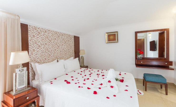 Deluxe Pool Or Seaview Room Double Bed 3
