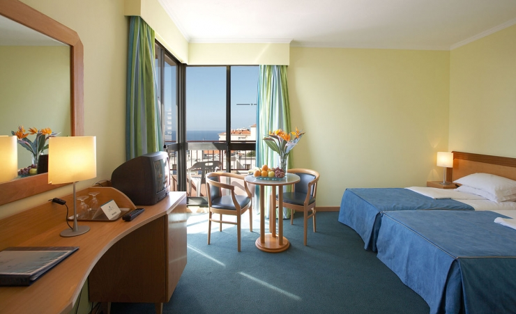 Dorisol estrelicia hotel funchal hotels in madeira for Room with balcony