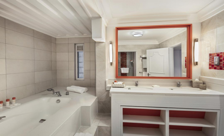 Ambre Suite Bathroom